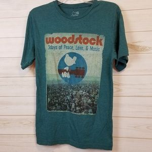 Woodstock graphic tee size small